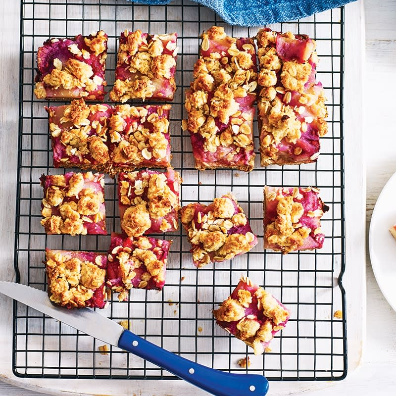 Photo of Sarah's apple berry crumble slice by WW