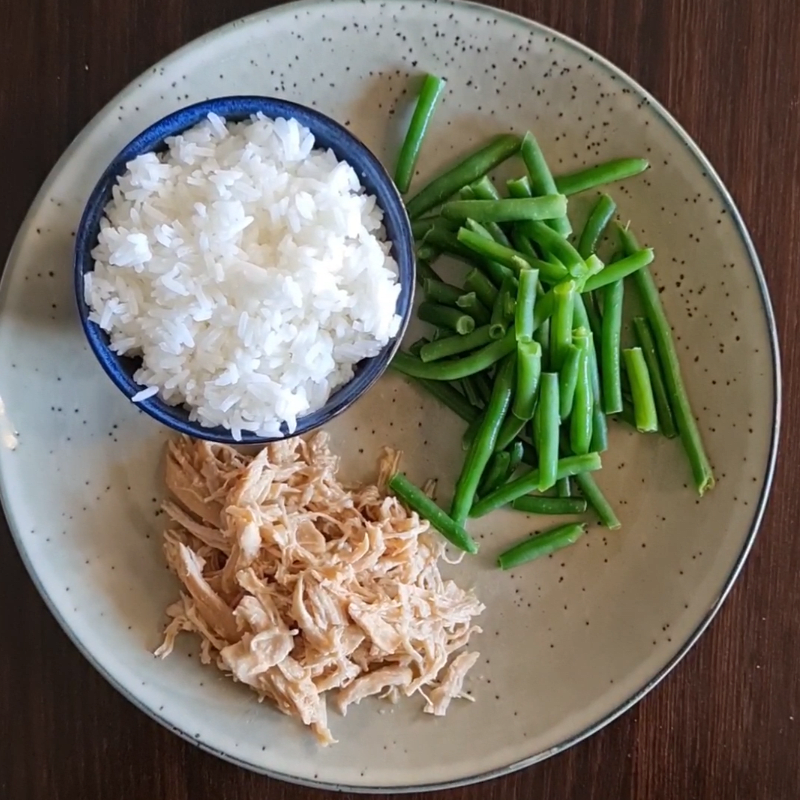 Photo of Lyndal's slow cooker pulled chicken by WW