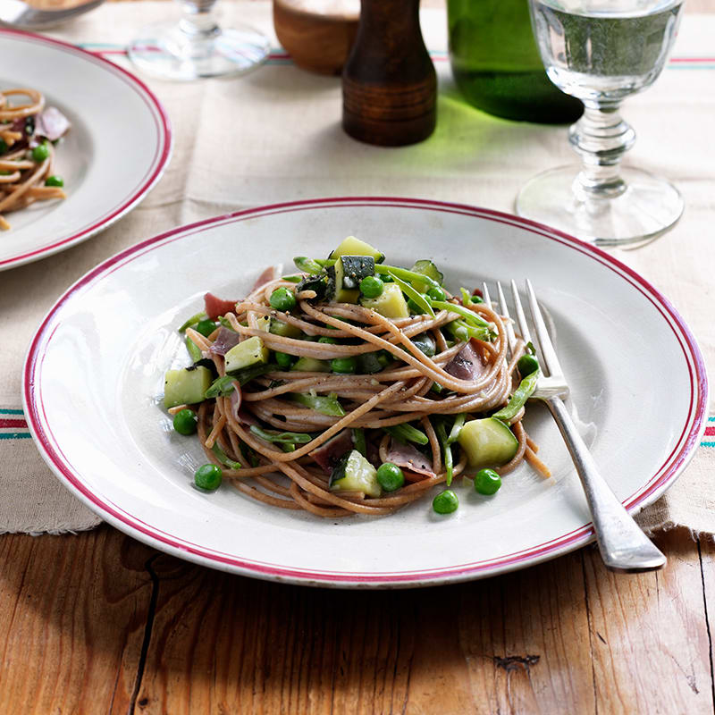 Photo of Wholemeal spaghetti with peas, zucchini and prosciutto by WW